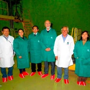 Embajador de Bolivia Visitó Instalaciones del IPEN